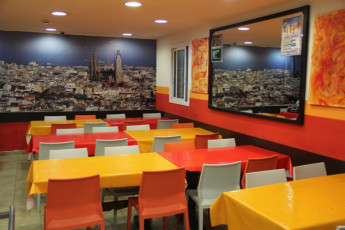 Barcelona -   Center Rambles : Dining area at Center Ramblas hostel
