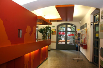 Vienna - Myrthengasse : Hostel lobby reception area