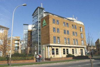 YHA London Thameside : YHA Thameside London from the outside