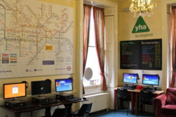 YHA London St Pauls : dis St Pauls Londres ordinateurs dans le café internet