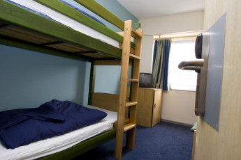 YHA London St Pancras : YHA St Pancras private twin dorm room with bunk beds