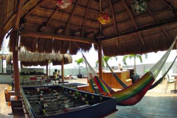 Hostel Mundo Joven Cancún : Hostel Mundo Joven Cancun dorm chillout area