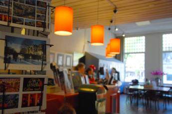 Stayokay Amsterdam Stadsdoelen : Stayokay Amsterdam Stadsdoelen reception shop