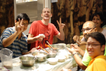 YHA Hong Kong - Jockey Club Mt Davis : Hostel guests preparing meal at YHA Hong Kong Jockey Club Mt. Davis