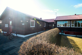 Höfn : Front entrance of Hofn hostel