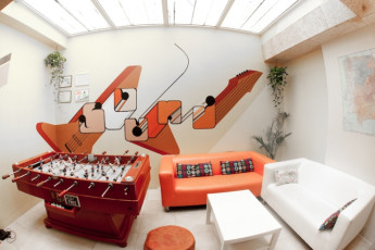 Barcelona - Be Hostels Sound : lounge area at Be hostels sound with table football