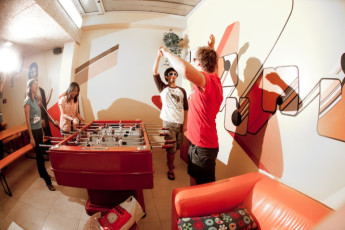 Barcelona - Be Hostels Sound : Guest socialising in the lounge at Be hostels sound