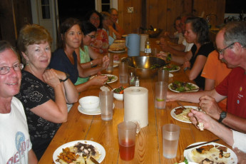 HI - Martha's Vineyard : gente comiendo juntos en HI Martha's Vineyard