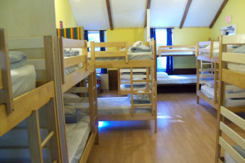 HI - Martha's Vineyard : Blue dorm room at HI Martha's Vineyard