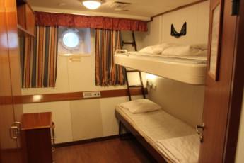 Turku - Laivahostel Borea : Laivahostel Borea twin dorm room in a nautical style