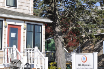 HI - Hyannis : Front entrance to HI Hyannis