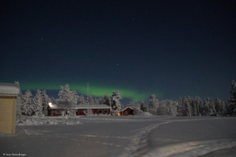 Raudanjoki - Hostel Visatupa : The northern lights outside the Hostel Visatupa