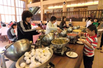 Xitou Youth Activity Centre : Xitou Youth Activity Centre hostel canteen with self-serve buffet and people getting food