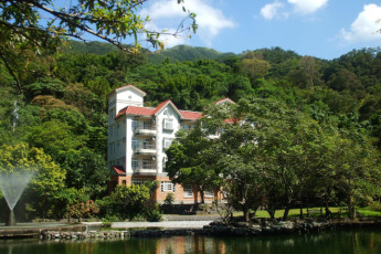 Yilan - Toucheng Farm International YH : Yilan - Toucheng Farm International YH hostel exterior surrounded by trees and situated next to a lake