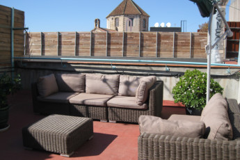 Barcelona - Ideal Youth Hostel : roof terrace at Ideal Youth Hostel