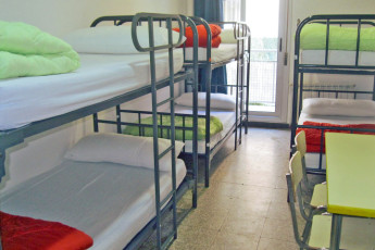 Barcelona - Ideal Youth Hostel : dorm room with bunk beds at Ideal Youth Hostel