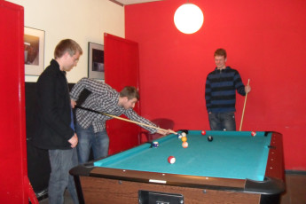 Barcelona - Ideal Youth Hostel : guests playing a game of pool at Ideal Youth Hostel