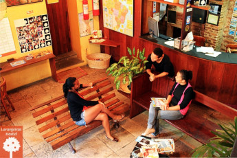 Salvador - Laranjeiras Hostel : The hostel's front desk reception area