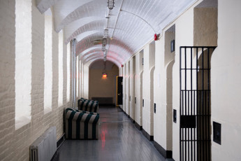 HI - Ottawa Jail : The hallway outside the hostel's jail cell rooms