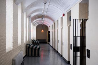 HI - Ottawa Jail : dentro de una habitación compartida de móvil en el hostal