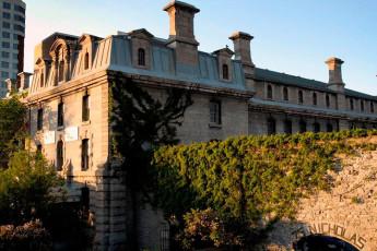 HI  Ottawa Jail : celda de la prisión compartido dormitorio con camas