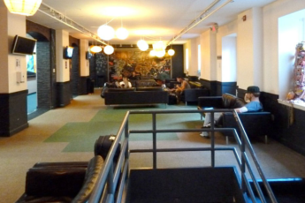 HI - New York City : HI-New York City - Manhattan Hostel tv lounge