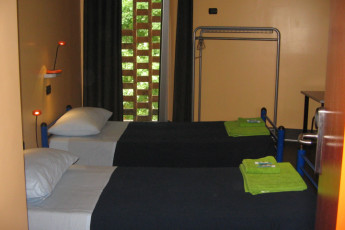 Milano (Milan) - Piero Rotta : Twin room with gray covers in Piero Route Youth Hostel bathroom, Milan