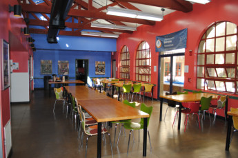 HI - Los Angeles -  Santa Monica : Dining room at HI Santa Monica Hostel