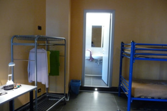 Milano (Milan) - Piero Rotta : Dorm in Piero Rotta Youth Hostel bathroom, Milan