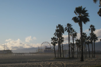 HI - Los Angeles -  Santa Monica : Funfair near the beach at HI Santa Monica Hostel