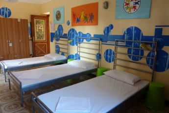 Zagarolo - WIKI Hostel (Rome Hinterland) : Three beds in dorm at Wiki Hostel