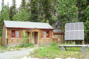 HI - Rampart Creek Wilderness Hostel : HI - Rampart Creek Wilderness Hostel cabin and solar panel