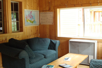 HI - Rampart Creek Wilderness Hostel : HI - Rampart Creek Wilderness Hostel lounge