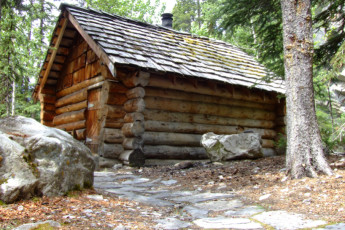 HI - Rampart Creek Wilderness Hostel : HI - Rampart Creek Wilderness Hostel cabin
