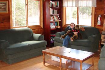 HI - Kananaskis : HI - Kananaskis lounge and common area