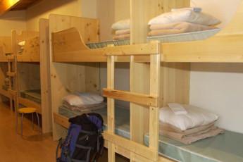 HI - Kananaskis : HI - Kananaskis dorm room