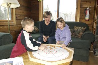 HI - Kananaskis : Family in HI - Kananaskis lounge