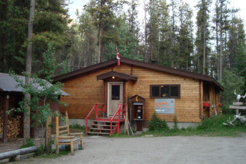 HI - Athabasca Falls Wilderness Hostel : HI - Athabasca Falls Wilderness Hostel building in the summer