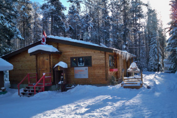 HI - Athabasca Falls Wilderness Hostel : HI - Athabasca Falls Wilderness Hostel building in the snow