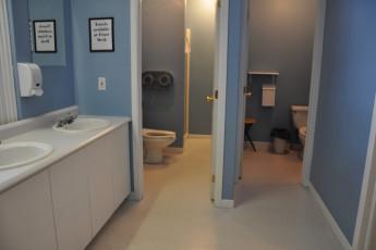 HI - Halifax : HI - Halifax Hostel toilets