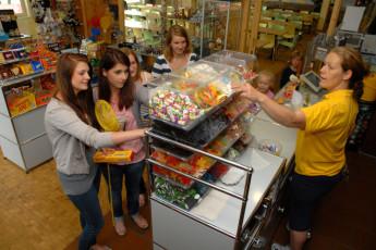Borkum : Borkum Hostel guests at shop