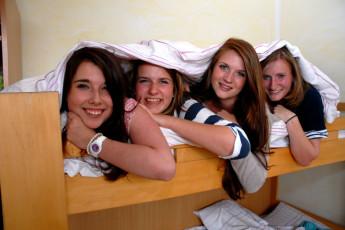 Borkum : Borkum Hostel guests on bunk bed