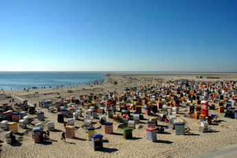 Borkum : Borkum Hostel beach with people