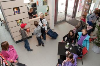 Petershagen : Young guests at Petershagen Hostel reception