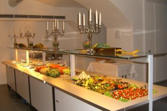 Petershagen : Petershagen Hostel salad bar