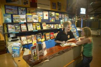 Broome - Kimberley Klub YHA : Broome Kimberley Klub YHA travel desk