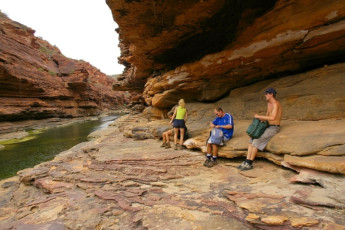 Kalbarri YHA : Kalbarri YHA river through crag