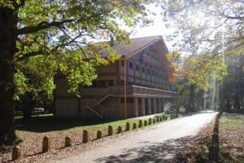 Espinosa - Espinosa de los Monteros : Espinosa de los Monteros hostel building