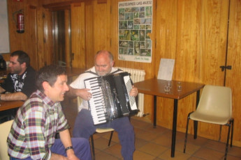 Espinosa - Espinosa de los Monteros : Espinosa de los Monteros playing music