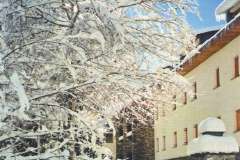 La Molina - Mare de Deu de les Neus : The Molina Mare de Deu de les Neus building in snow